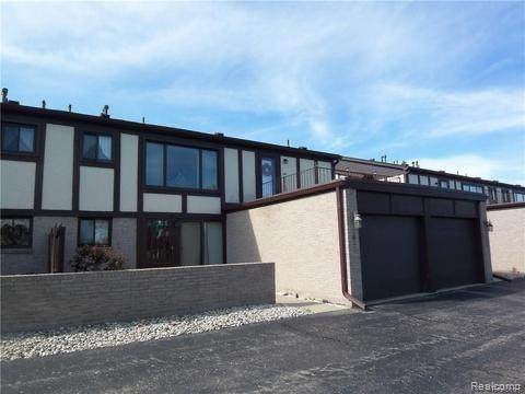 1083 Country Club Drive #86, Saint Clair Shores, MI 48082 (#2200101171) :: The Mulvihill Group