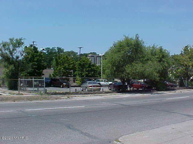 1931 Peck Street, Muskegon, MI 49441 (#65020046568) :: The Alex Nugent Team | Real Estate One