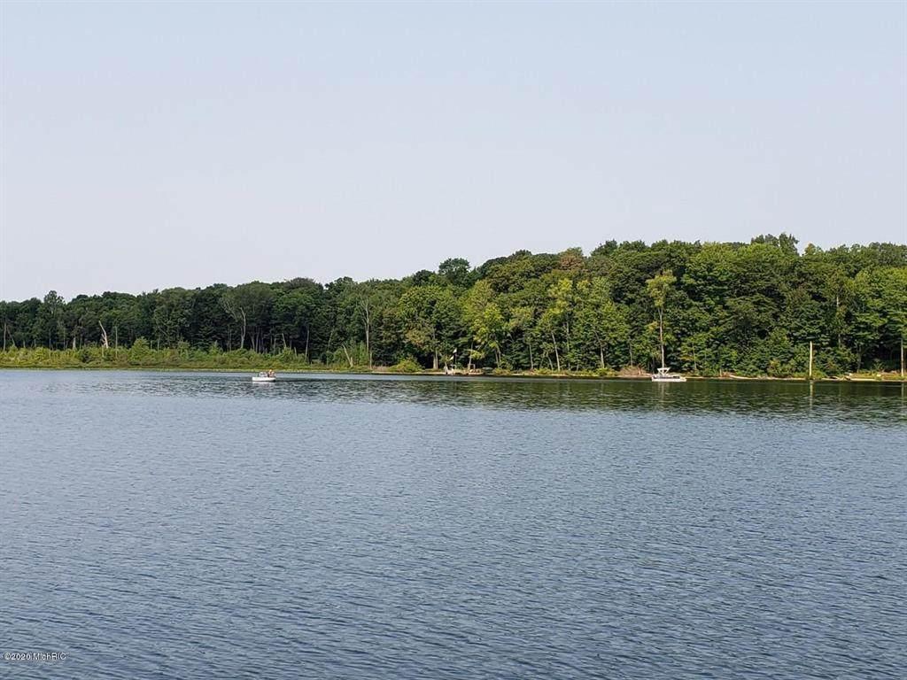 2605 Selkirk Lake Drive - Photo 1