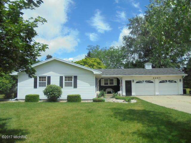 2297 S State Road, Ionia Twp, MI 48846 (#65019014965) :: The Mulvihill Group