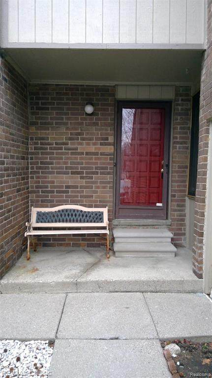 5852 Vassar, West Bloomfield Twp, MI 48322 (MLS #2210002794) :: The John Wentworth Group