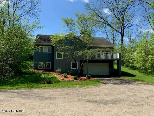 2530 Cascade Road SE, EAST GRAND RAPIDS, MI 49506 (#65021003111) :: The Alex Nugent Team | Real Estate One