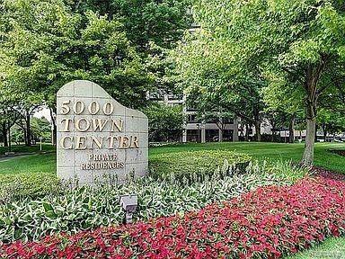 5000 Town Center #2403, Southfield, MI 48075 (#2210012153) :: BestMichiganHouses.com