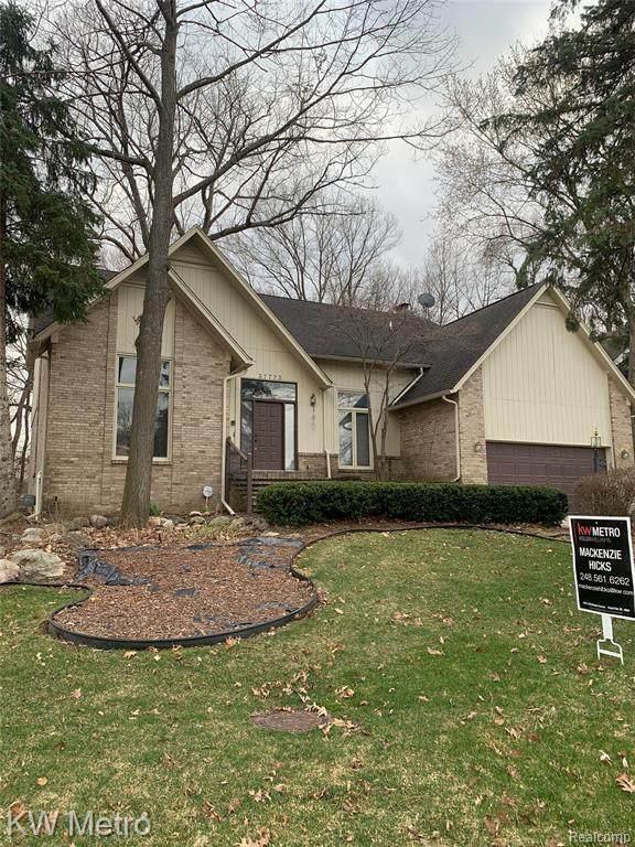 37773 Glengrove Drive, Farmington Hills, MI 48331 (#2210020928) :: Real Estate For A CAUSE