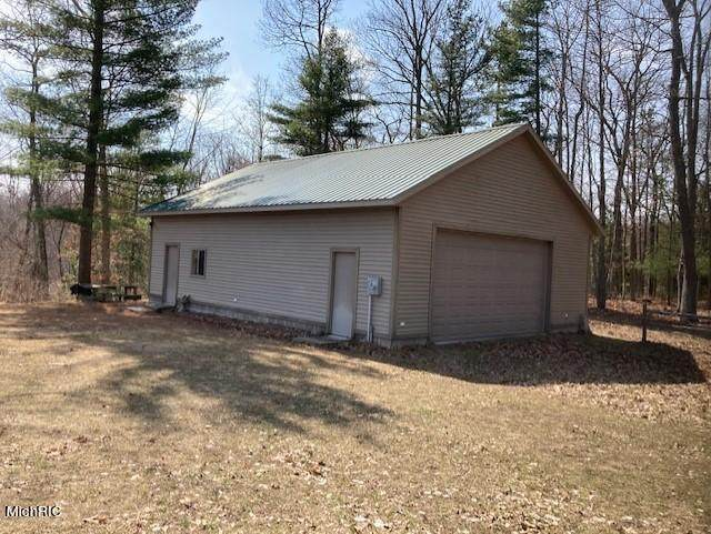 4399 E Wilson Road, Custer Twp, MI 49405 (#71021010267) :: Real Estate For A CAUSE