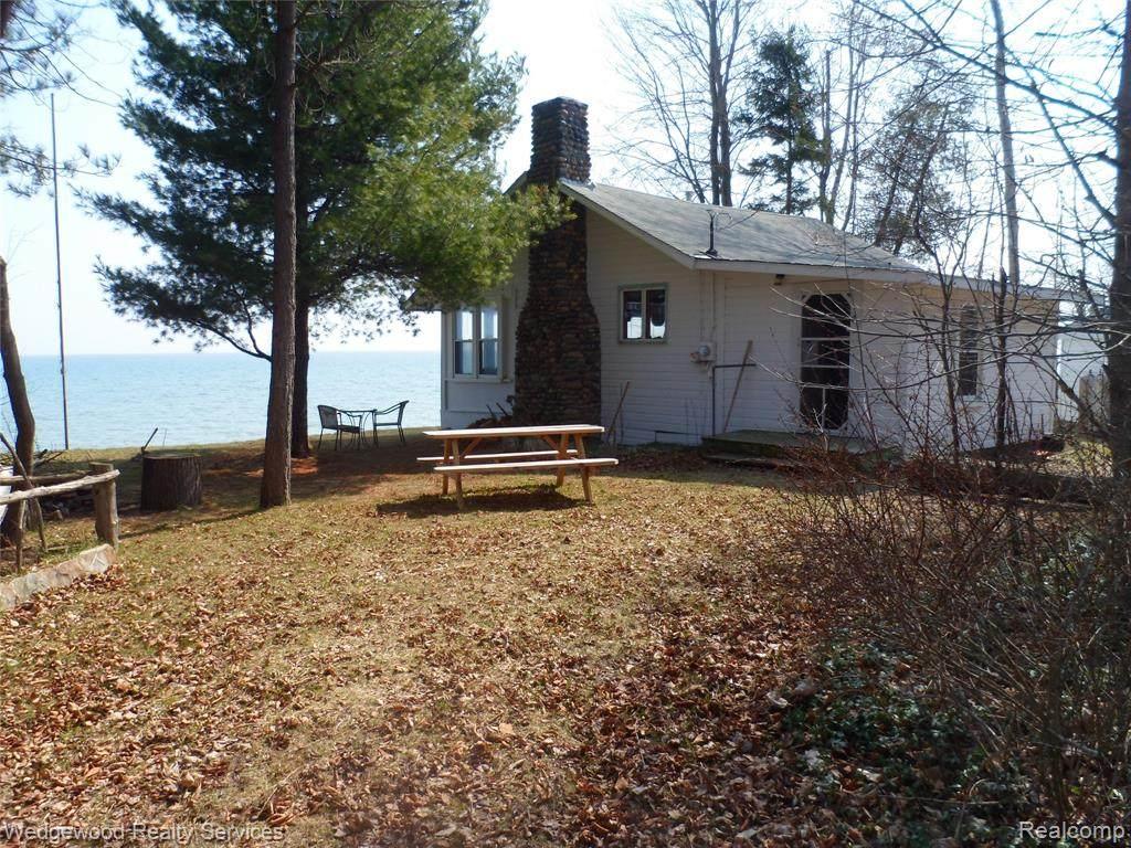 1525 Lakeside Drive - Photo 1