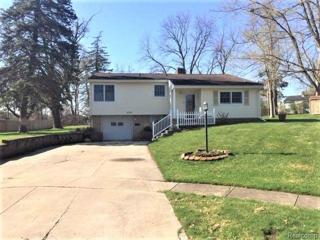 204 Terrace Court, Grand Blanc, MI 48439 (MLS #2210024300) :: The John Wentworth Group