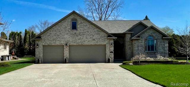 1077 Forest Bay Court, Waterford Twp, MI 48328 (#2210025495) :: Real Estate For A CAUSE