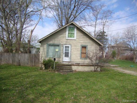 507 N Walnut Street, Fenton, MI 48430 (#2210025943) :: The BK Agency