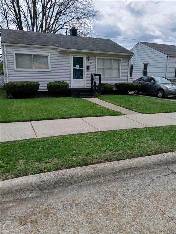 11092 Chalmers Ave, Warren, MI 48089 (#58050039144) :: The Alex Nugent Team | Real Estate One