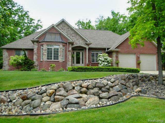 8316 Oak Ridge Drive, Goodrich Vlg, MI 48438 (#2210027422) :: Novak & Associates
