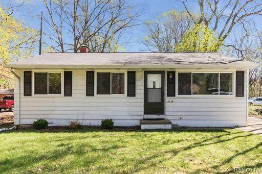 3036 Benstein Road, Commerce Twp, MI 48390 (#2210027823) :: Real Estate For A CAUSE