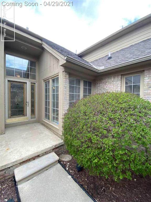 13555 Lillian Ln, Sterling Heights, MI 48313 (#58050039996) :: The Alex Nugent Team | Real Estate One