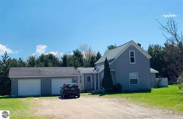 8703 S 45 Road, Clam Lake Twp, MI 49601 (#67021015055) :: Real Estate For A CAUSE