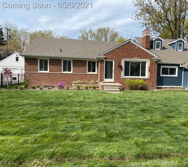18244 Beverly Road, Beverly Hills Vlg, MI 48025 (#2210031548) :: Real Estate For A CAUSE