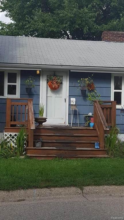 107 5TH Street, Fenton, MI 48430 (#2210032283) :: Real Estate For A CAUSE