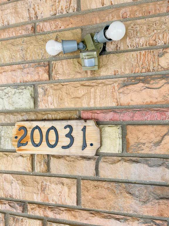 20031 Littlefield Street, Detroit, MI 48235 (#2210032982) :: Novak & Associates