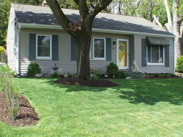 1653 Shangrai La Drive SE, Grand Rapids, MI 49508 (#65021017350) :: Real Estate For A CAUSE