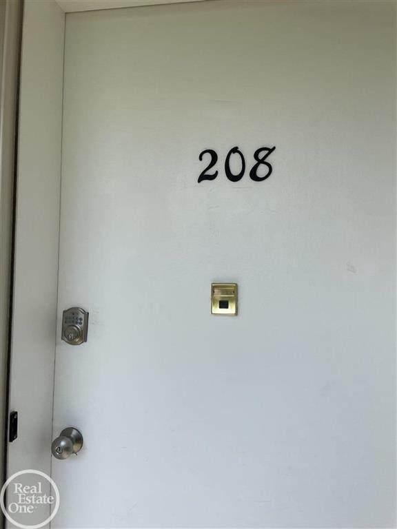 2820 Woodslee #208, Royal Oak, MI 48073 (#58050041934) :: The Alex Nugent Team | Real Estate One