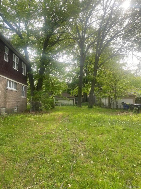3845 Courville, Detroit, MI 48224 (#2210036293) :: Alan Brown Group