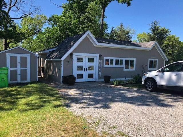 4417 Navarra Avenue, White Lake Twp, MI 48383 (#2210040378) :: Real Estate For A CAUSE