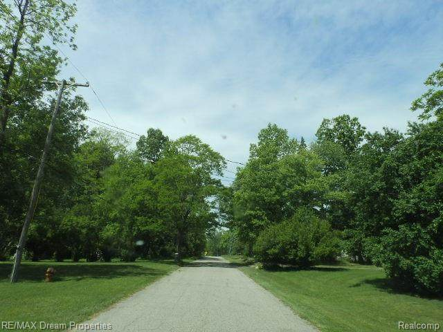 000 Pershing, Waterford Twp, MI 48327 (#2210040486) :: Real Estate For A CAUSE