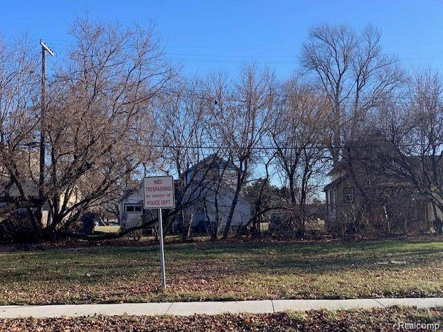 140 Court Street, Mt. Clemens, MI 48043 (#2210041688) :: Real Estate For A CAUSE