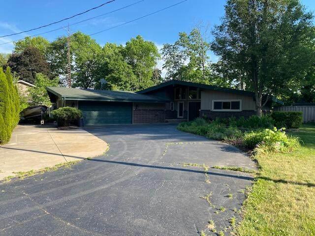 3032 St Joseph River Drive, Sodus Twp, MI 49022 (#69021020411) :: Real Estate For A CAUSE