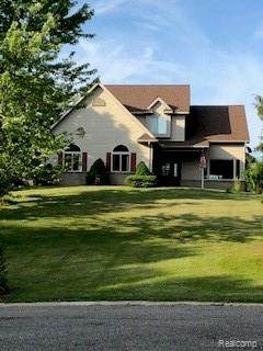 855 Village Pine Ln Lane, Ortonville Vlg, MI 48462 (#2210042657) :: Duneske Real Estate Advisors