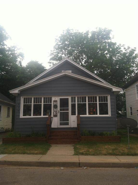 916 Dewey Avenue - Photo 1