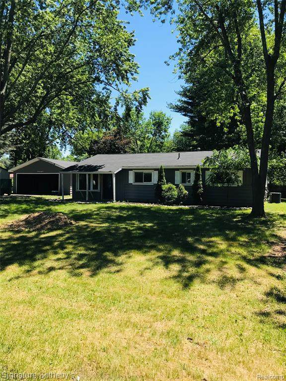 4555 Oakvista Avenue, Independence Twp, MI 48346 (#2210046269) :: Alan Brown Group