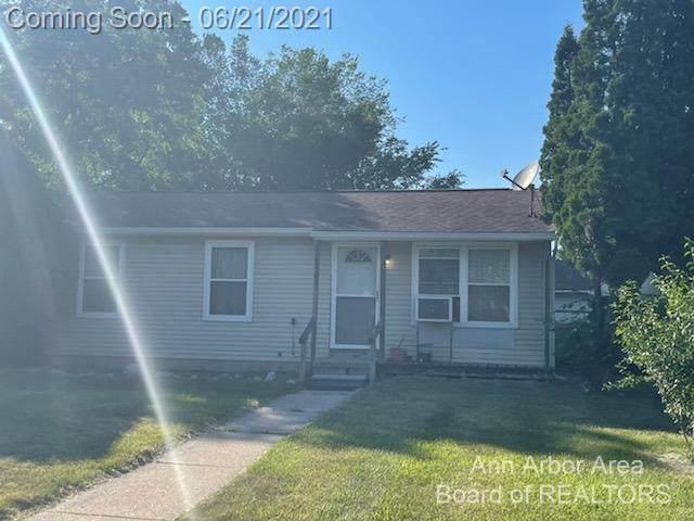 2431 Shadowood Drive, Ann Arbor, MI 48108 (#543281914) :: Alan Brown Group