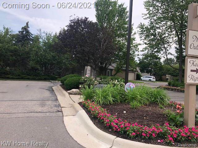 33800 Vista Drive, Farmington Hills, MI 48331 (#2210047432) :: BestMichiganHouses.com
