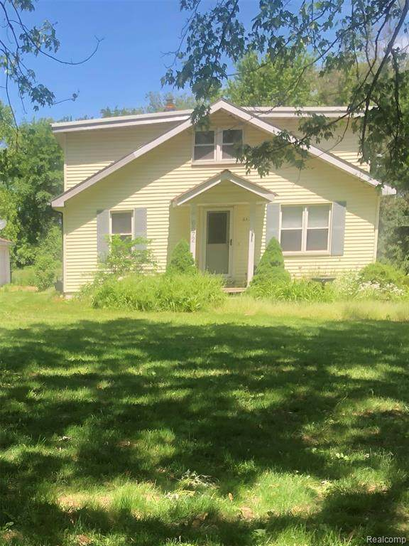 6572 Maple Drive, Independence Twp, MI 48346 (#2210047545) :: Real Estate For A CAUSE
