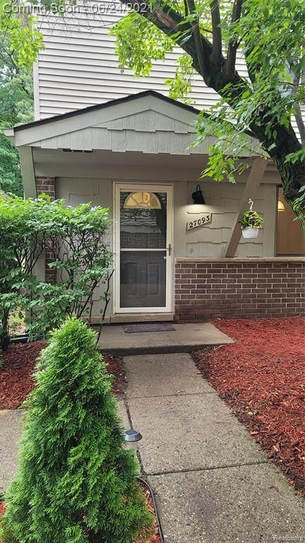 27093 Farmbrook Villa Drive, Southfield, MI 48034 (#2210047844) :: The BK Agency