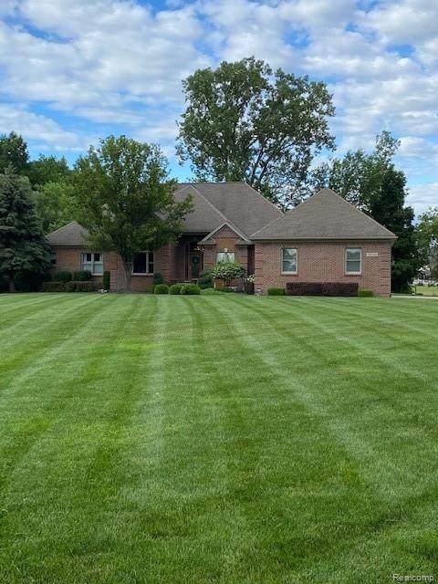 59440 Linenger Lane, Washington Twp, MI 48094 (#2210048247) :: Duneske Real Estate Advisors