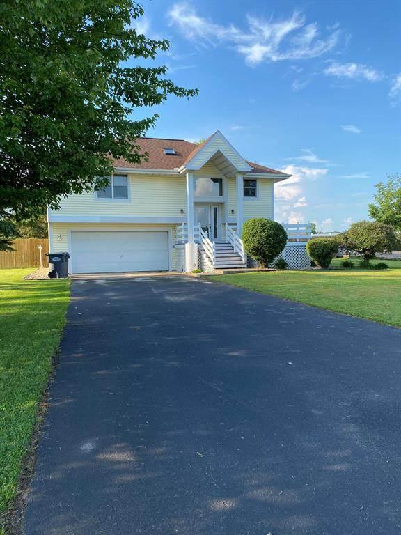425 Shamrock Lane, ST.JOSEPH TWP, MI 49085 (#69021023840) :: GK Real Estate Team