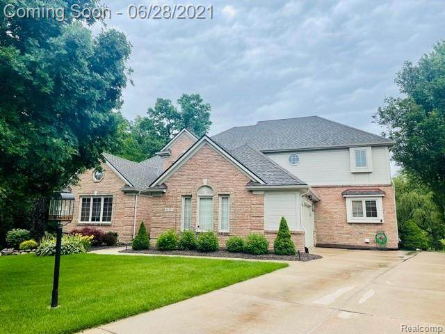 12274 Woodlands Court, Plymouth Twp, MI 48170 (#2210049414) :: BestMichiganHouses.com