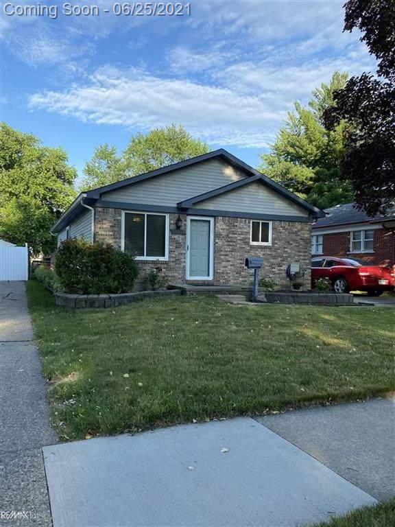 24312 Hayes, Eastpointe, MI 48021 (#58050046203) :: Duneske Real Estate Advisors