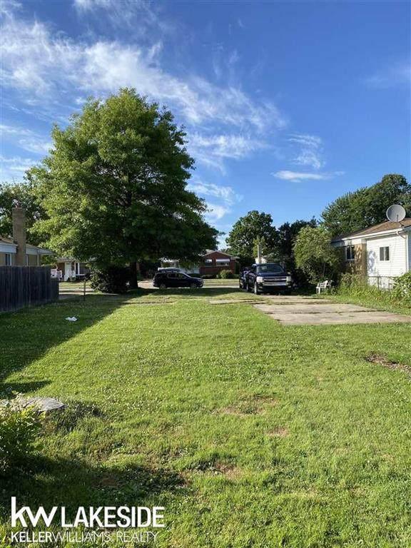 22810 Garfield St, Saint Clair Shores, MI 48082 (#58050046605) :: Real Estate For A CAUSE