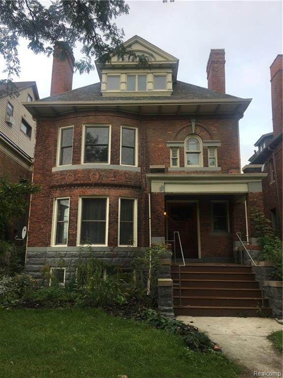 658 Forest Avenue - Photo 1