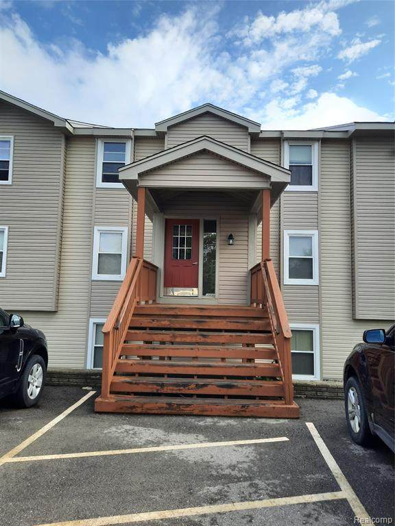 4884 Harbor Point Dr # 14, Waterford Twp, MI 48329 (#2210056980) :: Real Estate For A CAUSE