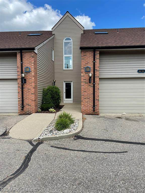 3390 Loon Lake Court #65, Waterford Twp, MI 48329 (#2210058583) :: Real Estate For A CAUSE