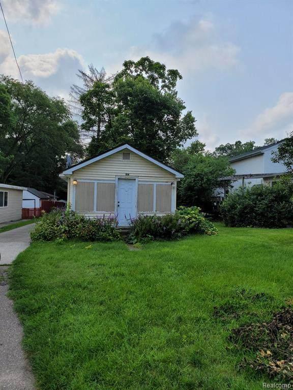 104 Oak Street, Berrien Springs Vlg, MI 49103 (#2210059015) :: Novak & Associates