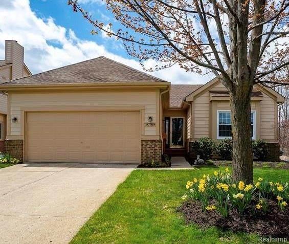 31084 Arlington Circle, Novi, MI 48377 (#2210059503) :: Real Estate For A CAUSE