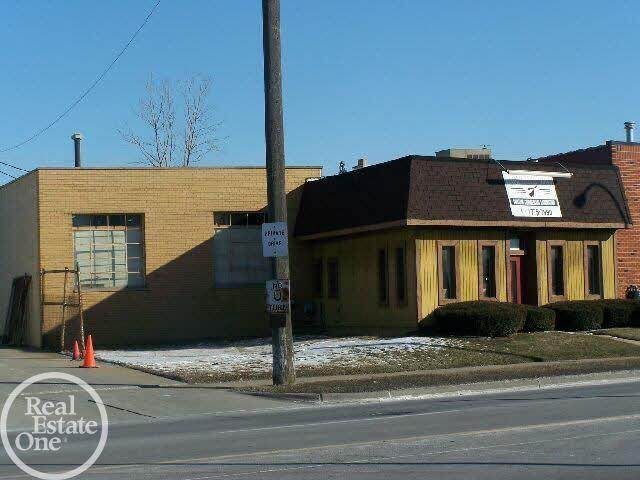19801 Nine Mile, Saint Clair Shores, MI 48080 (#58050049765) :: Robert E Smith Realty