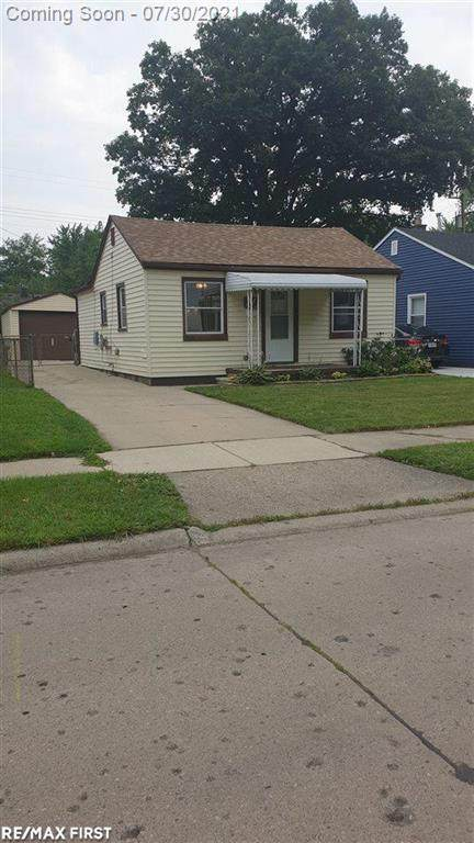 137 East Dallas Ave, Madison Heights, MI 48071 (#58050049871) :: Robert E Smith Realty