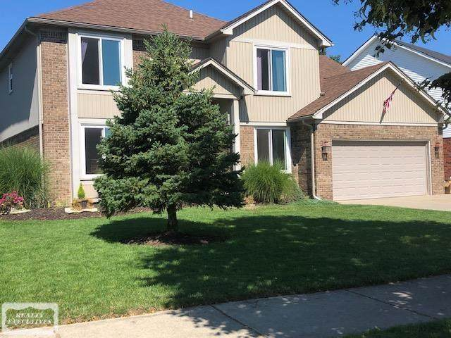 44017 Pinewood Dr, Sterling Heights, MI 48313 (#58050050389) :: The Mulvihill Group