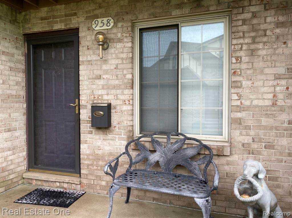 958 Country Club Drive - Photo 1