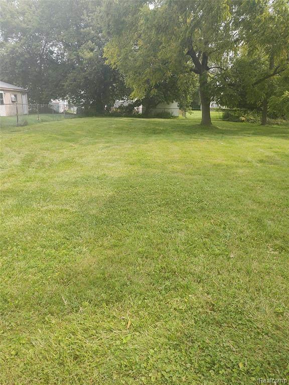 25340 Lawn Street, Roseville, MI 48066 (#2210066126) :: The Vance Group   Keller Williams Domain